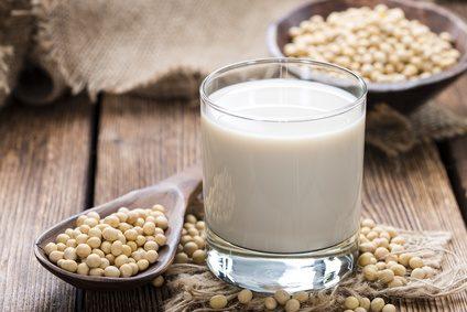 Fotolia 79236339 XS - Soja-Milch selber machen / Homemade Soy Milk