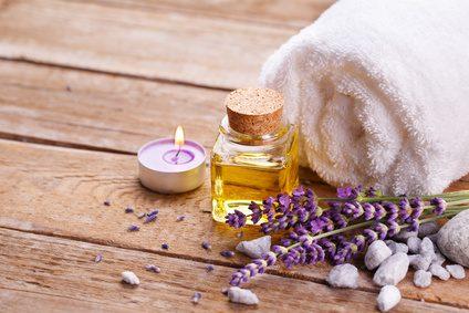 Fotolia 87072206 XS - Das perfekte Valentinstagsgeschenk zum selber machen: Massageöl