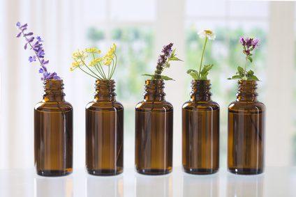Fotolia 91467843 XS - Mit Aromatherapie gegen Kopfschmerz, Nervosität und diverse Wehwehchen