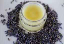 Handcreme aus Lavendel und Kamille